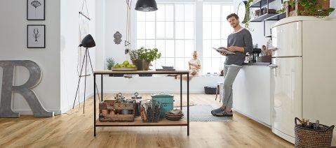 Vinylboden in der Küche Holzoptik #LisbonLoft RLC192W6 wineo 600 Designboden