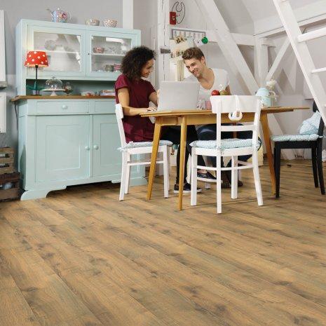 wineo Bodenbelag Laminat Holzoptik in der Küche