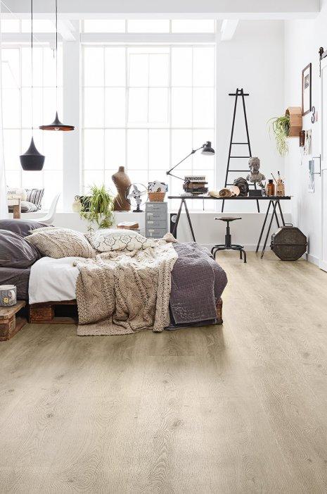 klick Vinyl Boden Loft Schlafzimmer Palettenbett Holzboden Industrial Living