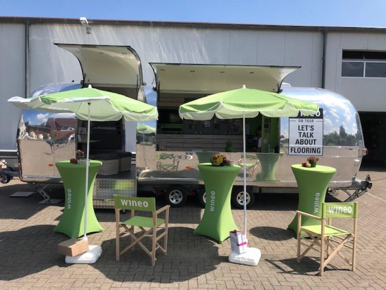 wineo Roadshow Airstream Caravan Stehtisch Dekoration PURLINE Bioboden