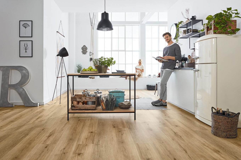 Loft moderne Küche Eiche Vinylboden Fussboden hell Rustikal Rigid Industial