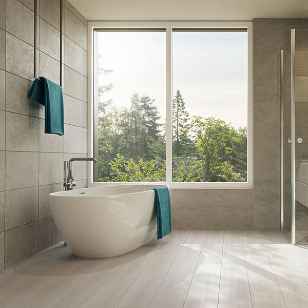 Laminatboden Bodenbelag Badezimmer Badewanne Holzoptik Fuge Moderne Einrichtung