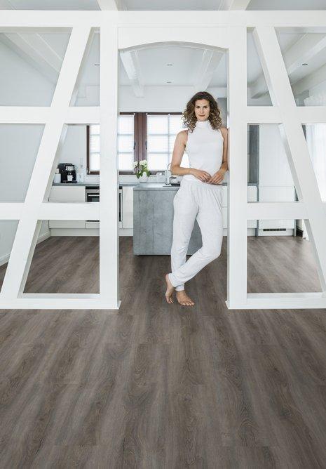 Designboden Vinylboden dunkel Landhausdiele Küche Altbauwohnung