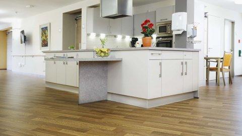 wineo PURLINE Bioboden Holzoptik Küche