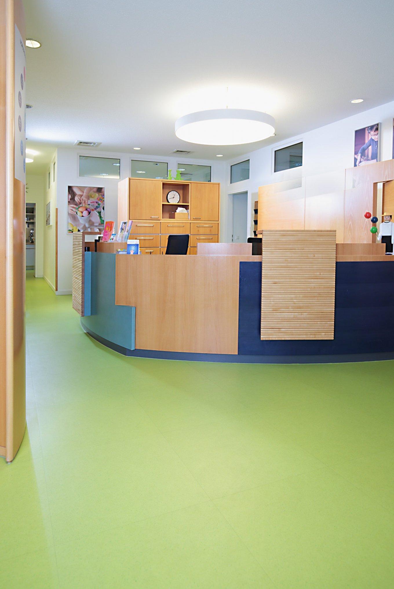 wineo PURLINE Bioboden Kinderartzt Praxis Empfang Empfangsbereich