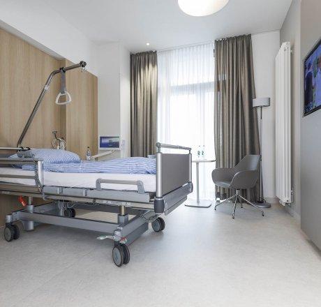 wineo Purline Bioboden Rollenware hell Krankenbett Krankenzimmer modern Klinikum