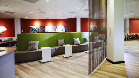 wineo Purline Bioboden Wartebereich Sitzmöbel Klinik