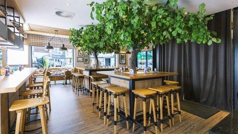 wineo Purline Bioboden Holzoptik Bar Hotel Holz Westernstyle rustikal