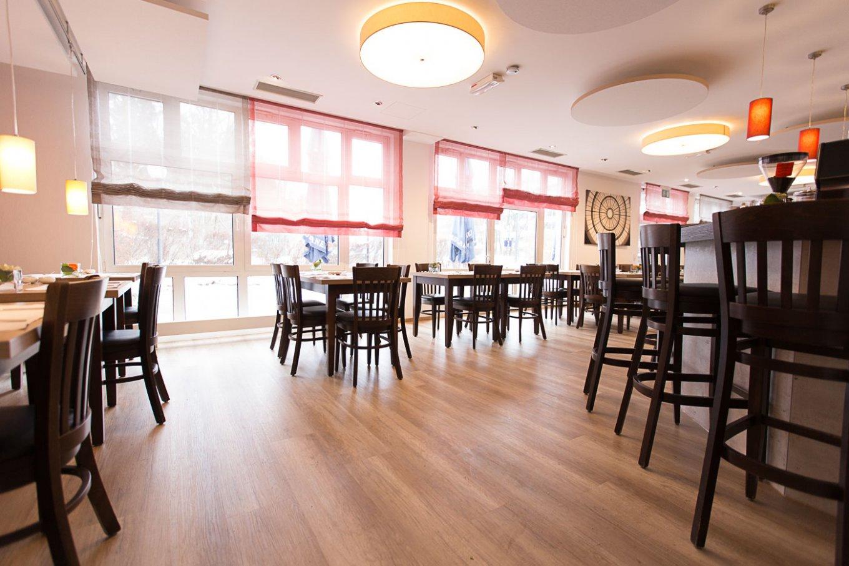 wineo Bodenbelag im Hotel Essbereich Restaurant rustikal Holzoptik