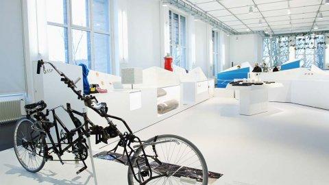 wineo Purline Bioboden Rollenware schwarz weiß hell modern Ausstellung Museum Glas