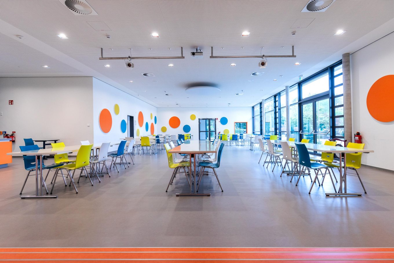 wineo PURLINE Bioboden hell Schule Kantine Aula moderne Einrichtung