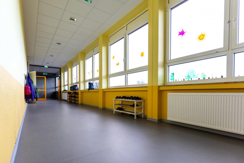 wineo PURLINE Bioboden dunkel Schule Flur
