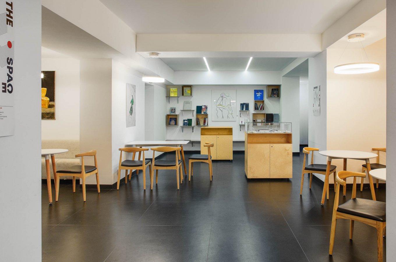 wineo Bodenbelag in Kunstgalerie Kunstausstellung Modern schwarz weiß