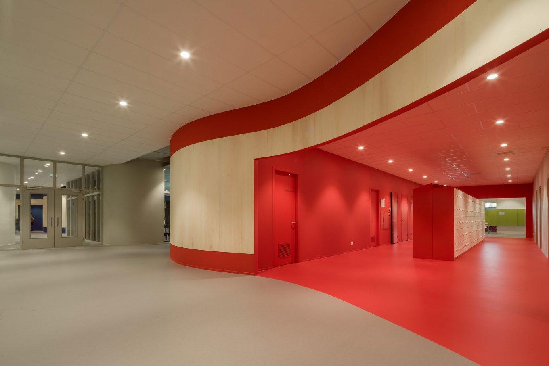 wineo Purline Bioboden Foyer groß rot Türen