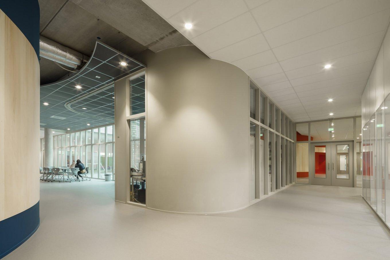 wineo Purline Bioboden Foyer groß modern hell Türen