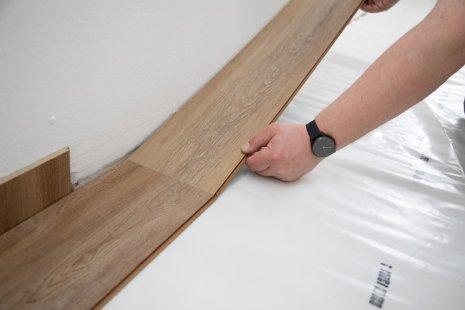Verlegung wineo 400 Multi-Layer zum Klicken Designboden DIY Holzoptik