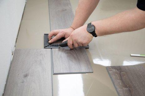 Verlegung wineo 600 zum Klicken als Semi-Rigid Designboden Holzoptik DIY zuschneiden Trittschalldämmung silentRIGID