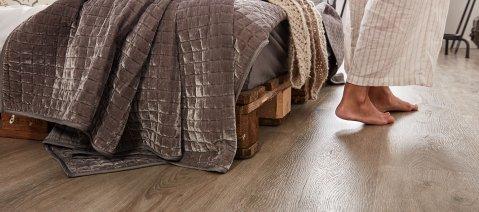 Laminat Vinylboden Fußbodenheuzung barfuß Laminatboden Fußwarm gehkomfort