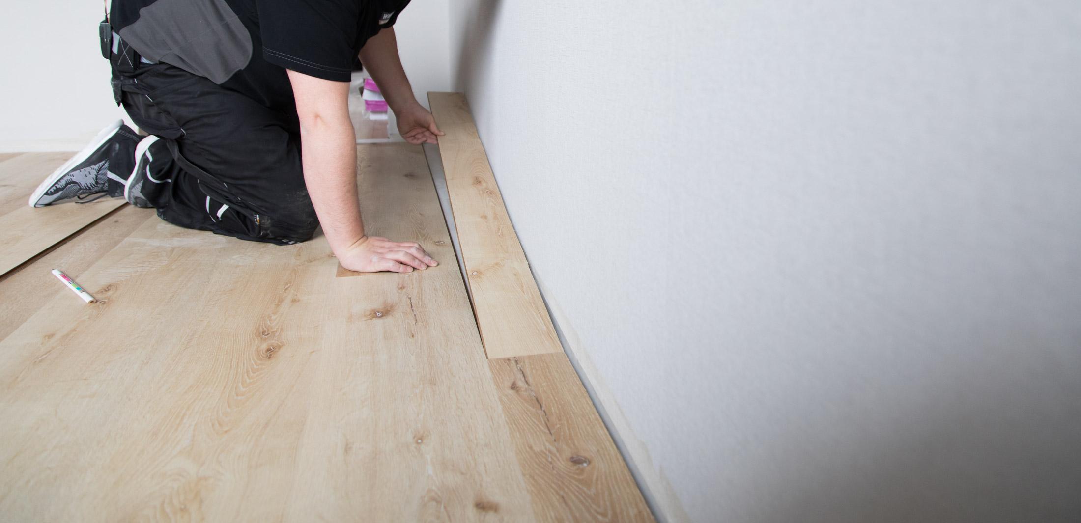 Fußboden Verlegung letztes Paneel Anleitung