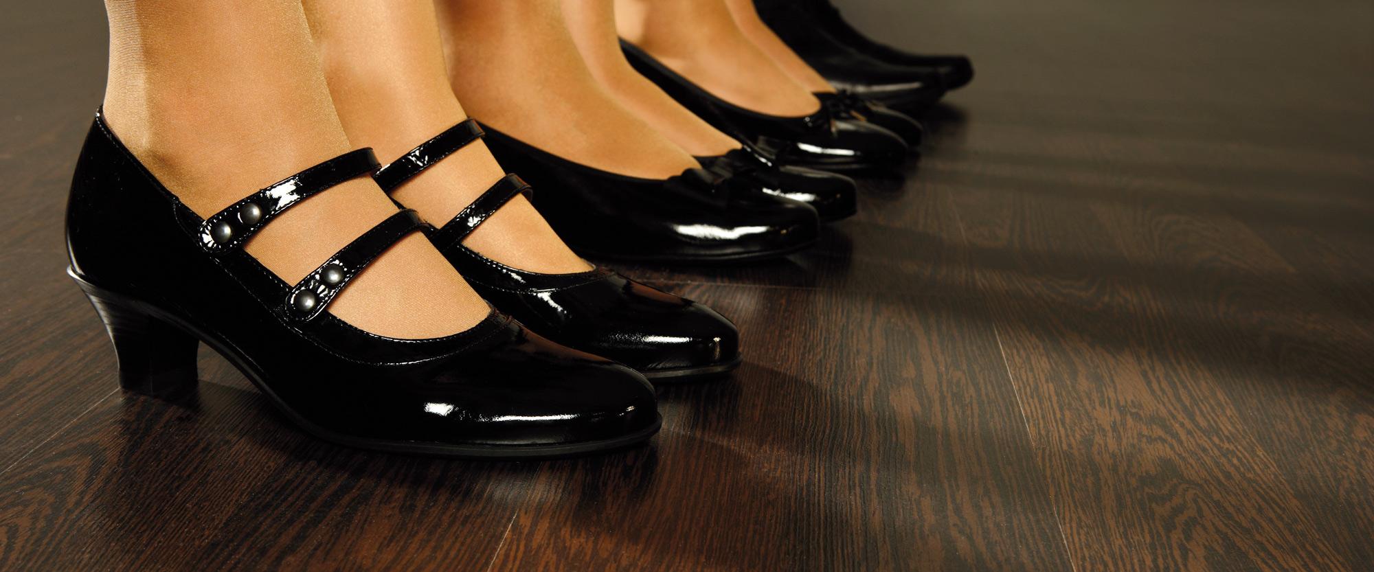 wineo Trittschalldämmung Holzfußboden Schuhe Füße